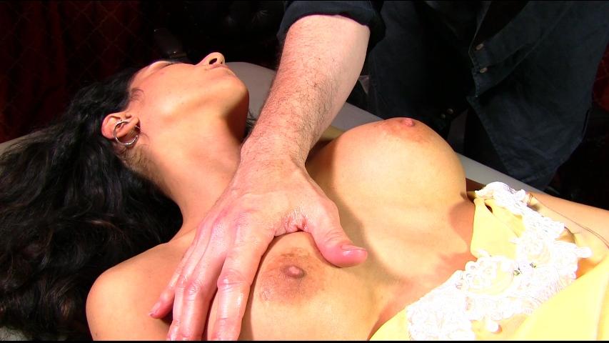 PV-tia-cyrus-massage-05