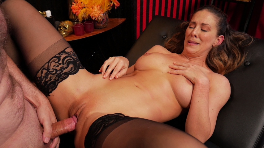 PV-cherie-deville-more-than-she-bargained-for-08
